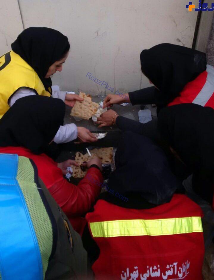 عکس/ آتش نشانان زن در محل حادثه پلاسکو