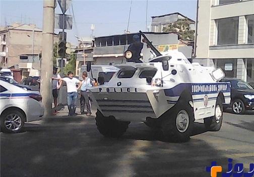 ناآرامی در پایتخت ارمنستان، حمله گروهی مسلح به ساختمان پلیس ایروان + تصاویر