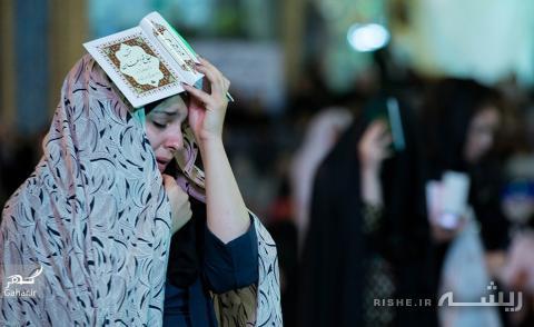 عکس گریه دختر در شب قدر
