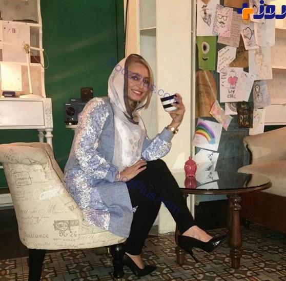 تیپ و ژست مریم کاویانی در یک کافه + عکس