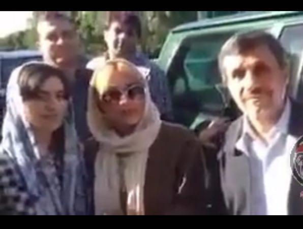 سلفی های خودمانی چند خانم تهرانی با محمود احمدی نژاد