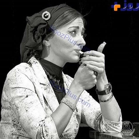 عکس/ بازیگر زن معروف در حال کشیدن سیگار