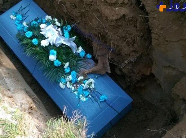 اتفاقی در مراسم خاک سپاری مرد 85 ساله که همه را متعجب کرد+عکس