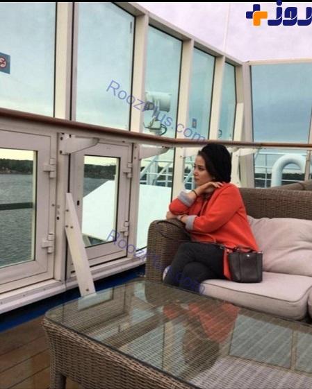 تیپ و پوشش متفاوت خانم بازیگر در کشتی تفریحی+ عکس