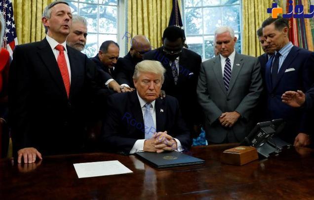 مراسم دعا خواني عجيب ترامپ در كاخ سفيد+تصاوير
