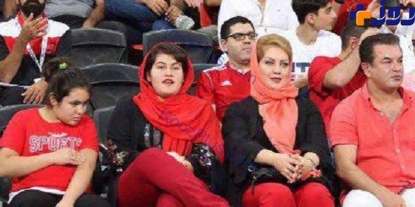 عكس/فوتباليت مشهور و همسرش در ورزشگاه ابوظبي امارات