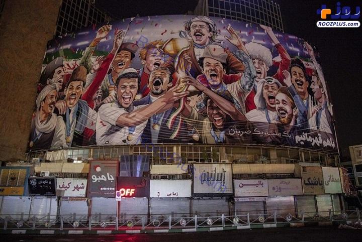 عکس/ رونمایی از دیوارنگاره جدید میدان ولی عصر (عج)