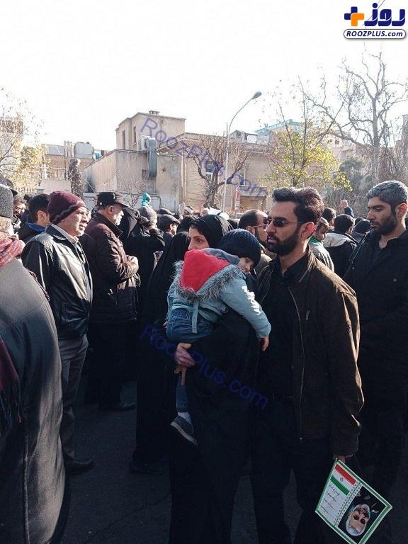 حضور وزیر ارتباطات و همسرش در مراسم تشییع سردار سلیمانی +عکس