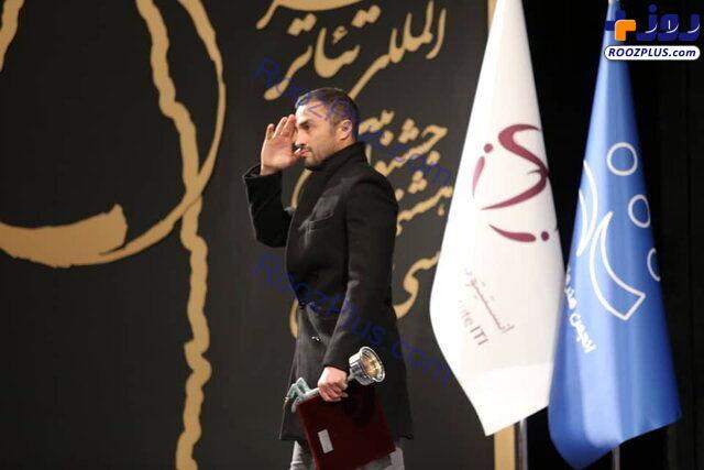 احترام نظامی امیر جدیدی روی صحنه تئاتر فجر/ عکس