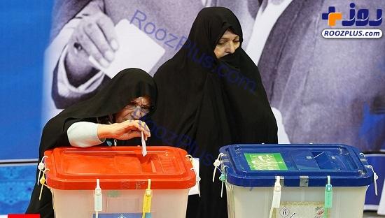 رای دادن دختر و نوه امام خمینی(ره) در حسینیه جماران/عکس
