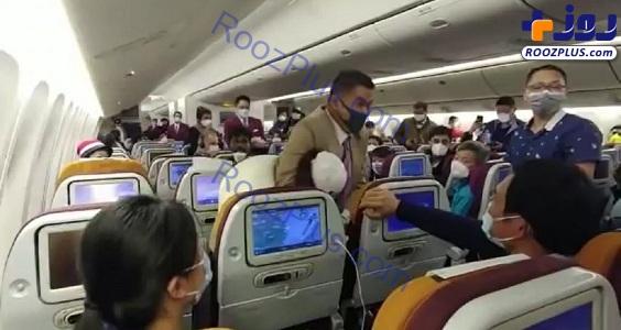 حمله به زنی که در هواپیما سرفه کرد+عکس