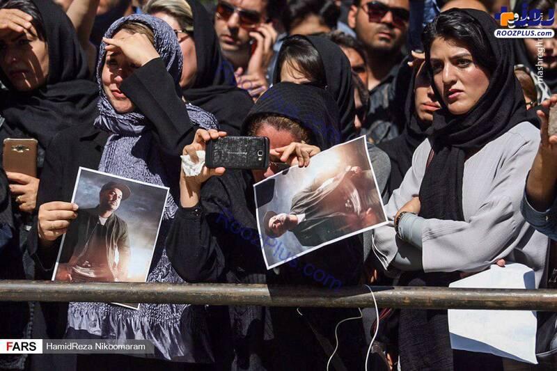 حضور پر رنگ گوشی به دست ها در مراسم بهنام صفوی +عکس