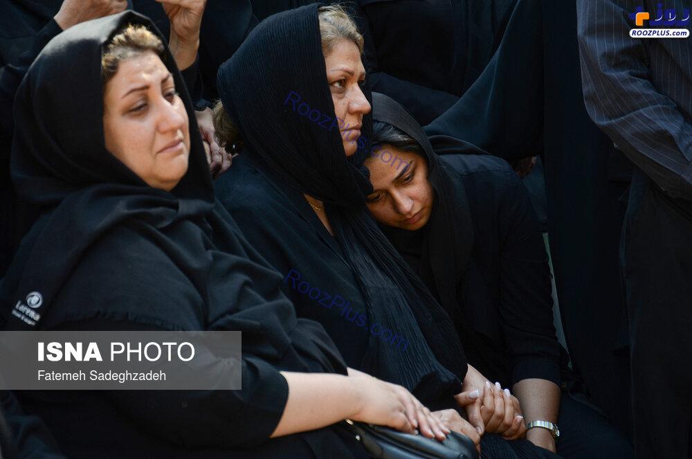 حال مادر بهنام صفوی در مراسم تشییع +عکس