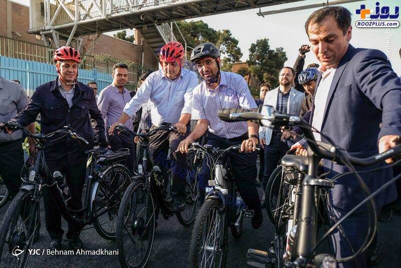 عکس/ دوچرخهسواری حناچی و آذری جهرمی در پارک لاله