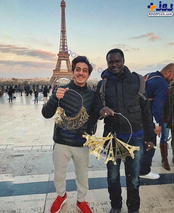 دست فروشی بازیگر «گاندو» در پاریس +عکس