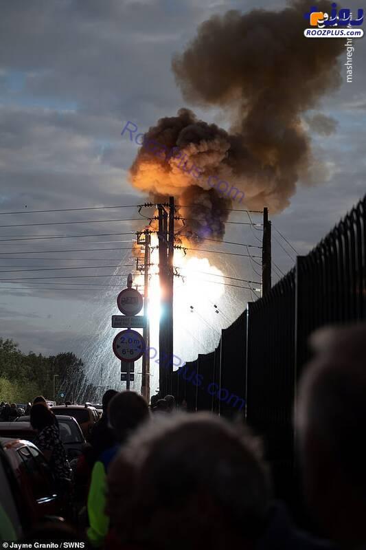 انفجار هولناک یک تیر برق در انگلیس +عکس