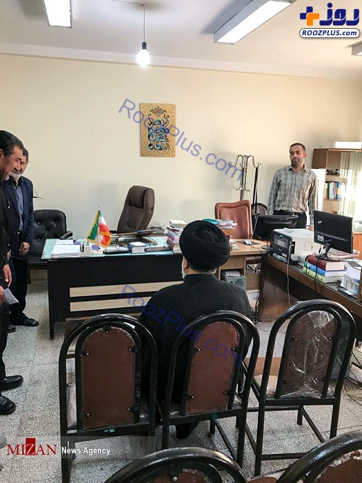 عكس/حجت الاسلام رئیسی در جایگاه ارباب رجوع دادگاه