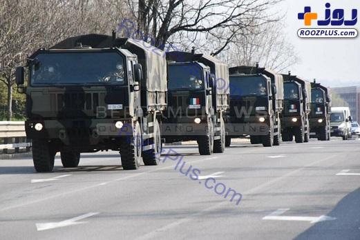 کامیونهای نظامی حامل اجساد قربانیان کرونا + عکس
