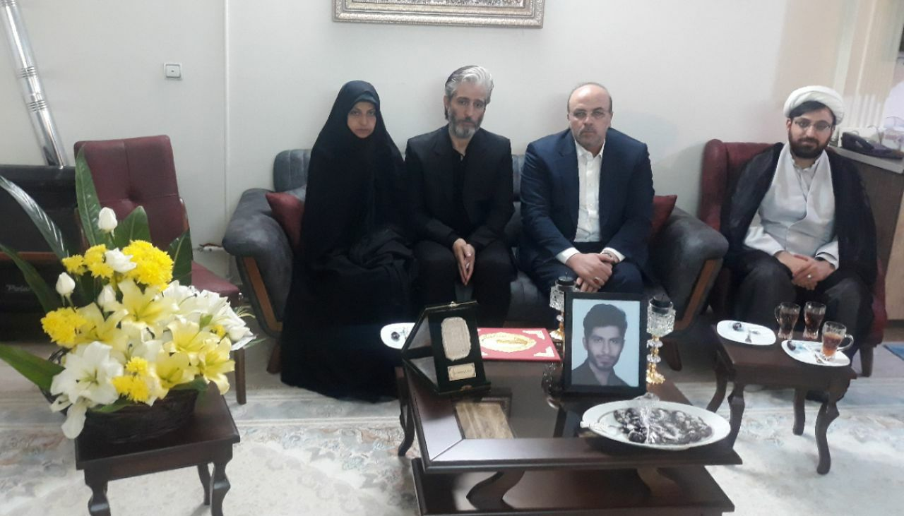 دیدار رئیس سازمان بسیج جامعه پزشکی کشور با خانواده پرستار شهید عزیزی فر