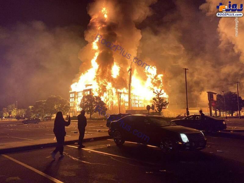 آتش زدن شهر توسط معترضان+عکس