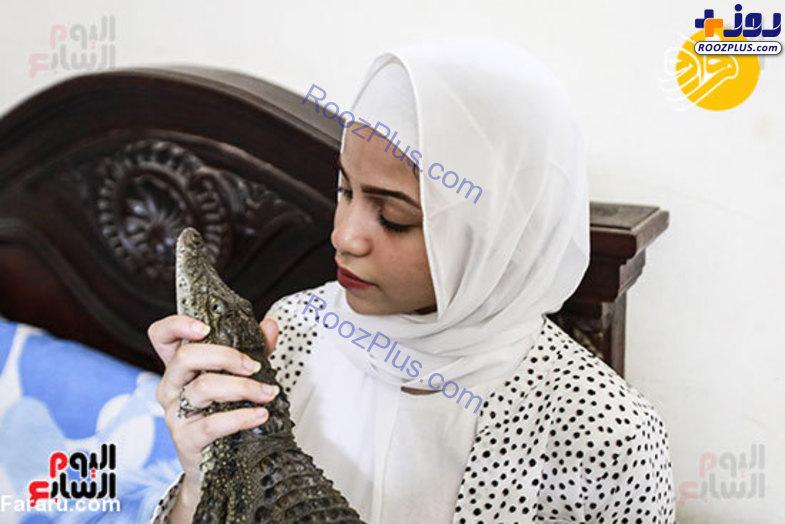 دختر ۱۵ ساله تمساح پرورش میدهد! + تصاویر