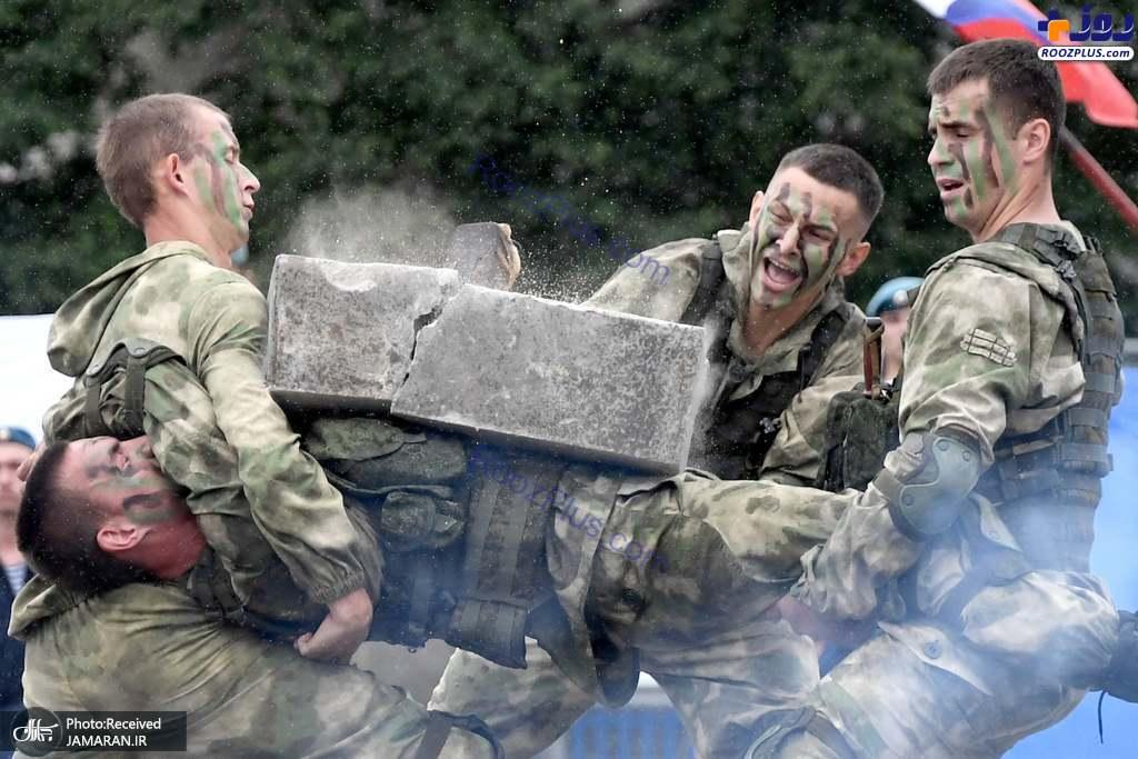 حرکت رزمی نمایشی سربازان روسی +عکس